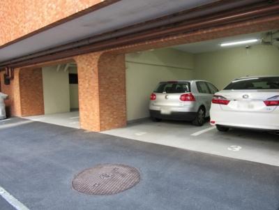 ライオンズマンション初台の駐車場です。