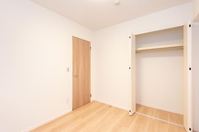 グランイーグル大森南Ⅵ:約5.0帖の洋室にはクローゼット・窓が付いております!