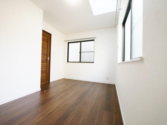 3階5.5帖洋室 トップライトを設け明るく快適な住空間