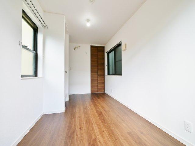 3階5.3帖洋室 南バルコニーに面した一室 各居室収納も完備しております
