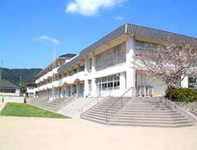 山口市立良城小学校(小学校)まで1,203m