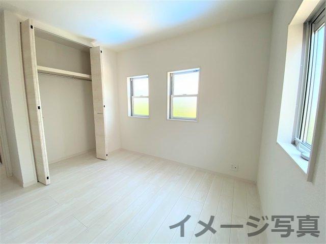 2F洋室。収納スペースをしっかり確保。成長するにつれて増えていく荷物も収納が安心ですね♪