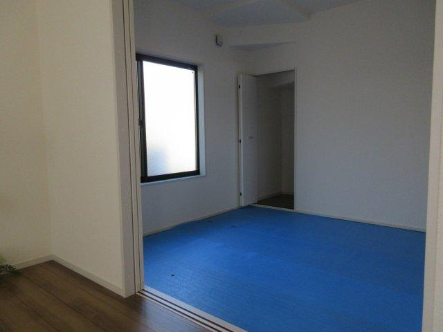 4.5帖の和室。ゴロンと畳の上でお昼寝は気持ちがいいですね。。