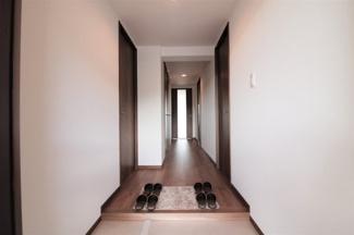 玄関から廊下部分です♪スッキリとした印象ですね(^^)