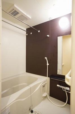 乾燥機能・追い焚き機能給湯の浴室です