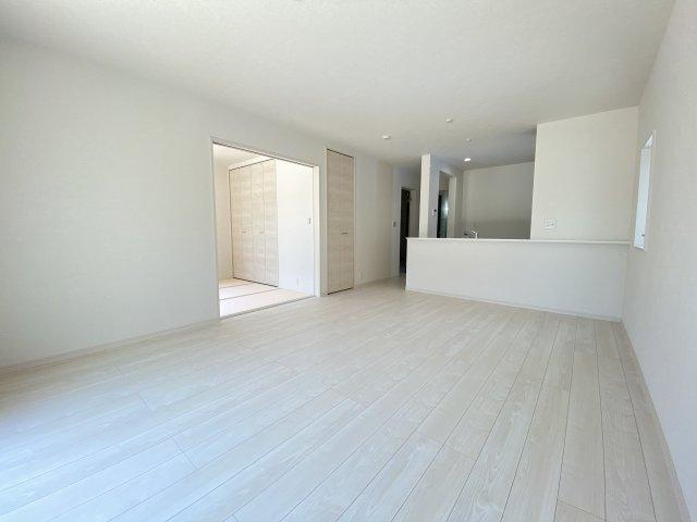 洋風和室。和室はなにかと大活躍します!客間としてはもちろん。洗濯物を畳んだり、お昼寝スペースにも。