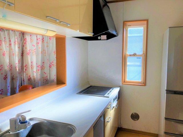 食器洗浄機付きシステムキッチンです。 家事の時短にも繋がる嬉しい機能ですね。