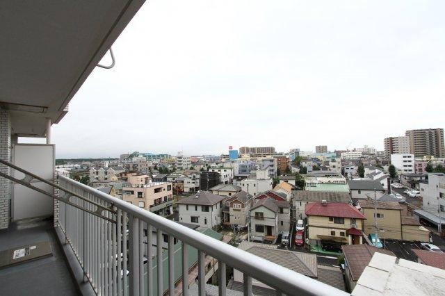 7階建てのお部屋なので、バルコニーからの眺望は良好◎ 湘南ひらつか花火大会の大輪の花火や、キレイな富士山も望める絶景をぜひご堪能下さい。 南西向きで通風・陽当たりも良く、洗濯物もカラッと乾きますよ。