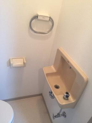 トイレには、洗面台付き☆
