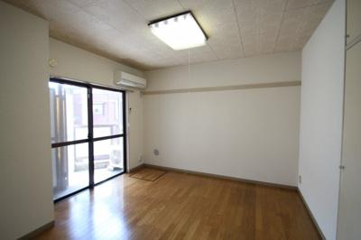 ※同建物ほかのお部屋の写真です。