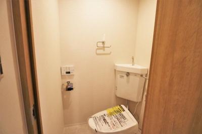 トイレ、温水洗浄便座新調済です。
