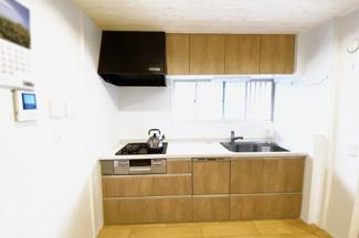 システムキッチンは《食器洗浄乾燥機付》環境にも奥様の手にも優しい設備ですヽ(^。^)ノ