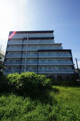 京急大師線「小島新田駅」徒歩9分のマンションです。