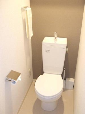 シンプルで使いやすいトイレです♪