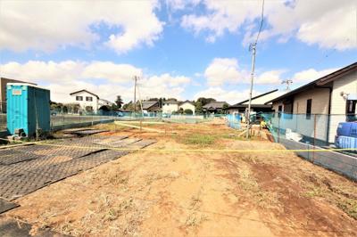 84坪ある土地に建つ予定の5LDKの大きな邸宅。桜南小学校をはじめ、学校が付近にまとまっている文教地区です。周囲は緑豊かで静かな環境ですよ。近隣にある同じシリーズの完成物件もご案内可能です♪