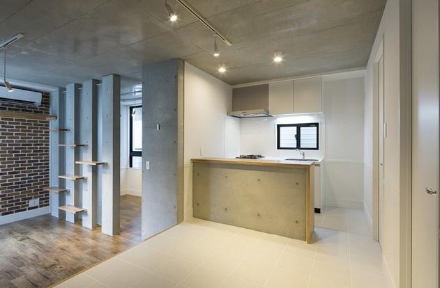 別部屋参考写真。床・建具の色味が異なります。