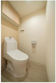 ウォッシュレット一体型トイレ! シンプルなデザインで清潔感のあるトイレはプライベートゾーンです!  いつでもご連絡下さい。 イオンハウジング03-3450-2381
