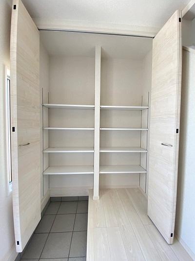 ストレージルーム完備。収納としてはもちろん趣味部屋としても使えます♪