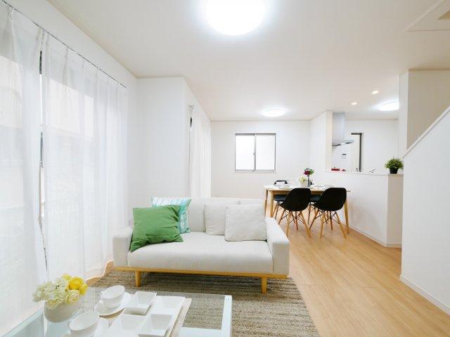 家族の集うLDKは16.25帖の開放的な空間です 1階リビング+水回りを配した家事動線に優れた間取りです