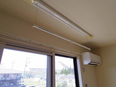 室内物干し(雨の日などに重宝します)・エアコン