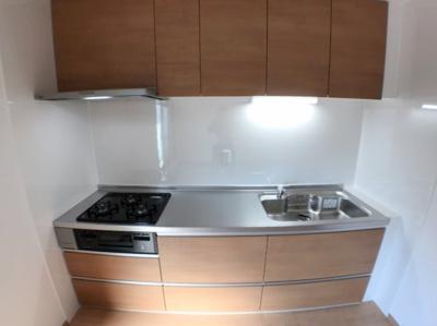 キッチンの写真です♪ こちらも新調しておりますのでとてもきれいですよ♪