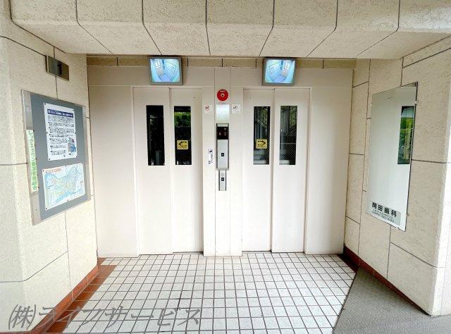 モニター付きエレベーター2基