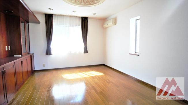 中2階部分の洋室です