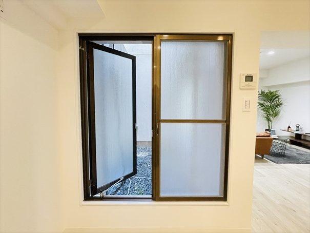 パティオの窓になります!開けると風が抜けて気持ちが良いです◎