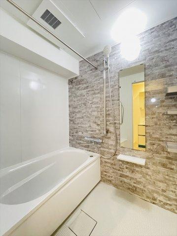 広々とした浴室で一日の疲れもサッパリ洗い流せます!浴槽は足を伸ばしてゆったりおくつろぎ頂けます♪