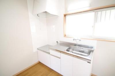 明るいキッチン!換気もばっちり。