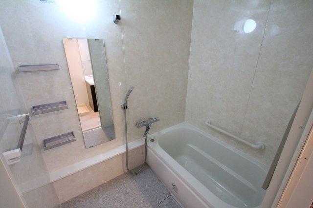 バスルームは白を基調として、広さが感じられる空間になりました。