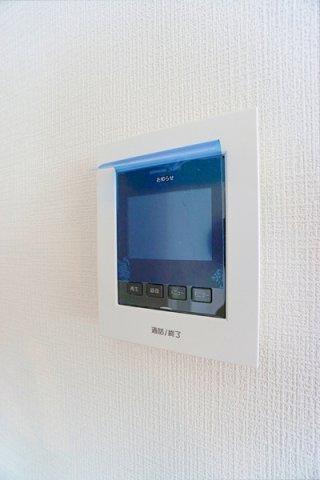 テレビモニター付 インターフォン! 来客者も確認でき防犯面でも安心です。