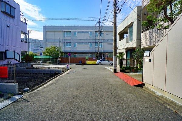 前面道路はの約6メートルあり、 駐車が苦手な方にも安心して駐車出来ます!