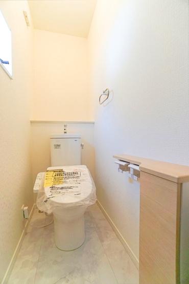 同仕様のトイレです! ウォシュレット付きの多機能トイレ