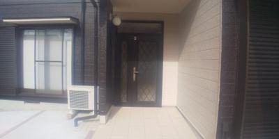 玄関(外側)です。