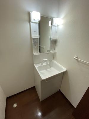 独立洗面台あり、毎朝おしゃれに忙しい女性の方におすすめです(イメージ・別部屋)