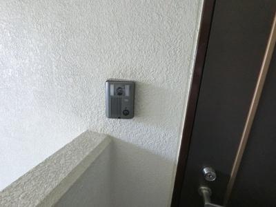 玄関扉のインターホンです。