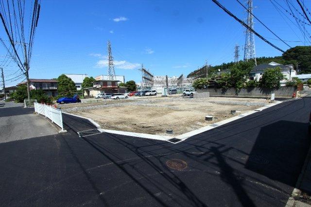 鎌倉市岩瀬エリア◎ 同じ時期にお住まいになる方も多く、新生活のコミュニティも築きやすく安心ですよ。きれいに整備された区画と道路、是非現地にてご確認下さいませ。