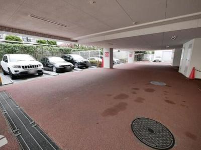 レクセル荻窪の駐車場です。