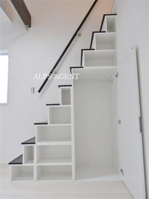 階段付きロフト・階段下には収納