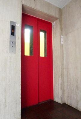 ライオンズマンション東長崎第2のエレベーターです。