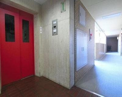 ライオンズマンション東長崎第2の共用廊下です。