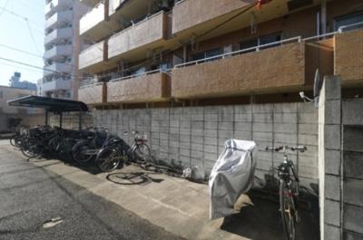 ライオンズマンション東長崎第2の駐輪場です。