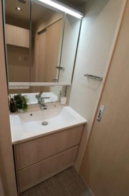 ライオンズマンション東長崎第2の洗面台です。