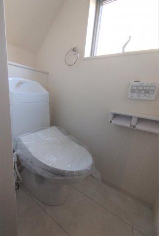 汚れが付きにくく掃除しやすい設計。ウォシュレット機能付き。オート脱臭機能もありキレイさを保てます。
