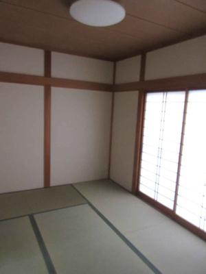 リビングから続き間になった和室。個室として、リビングの延長として、様々な用途に便利にお使いいただけます ※畳表替え
