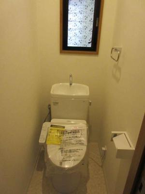 新調された温水洗浄便座付きのトイレ ※トイレCF張替