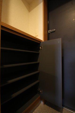 玄関のシューズボックスの様子です。 たくさん収納できます。