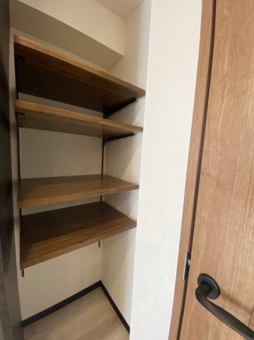 キッチン横可動棚新規設置