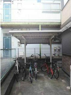 屋根付き駐輪場を完備
